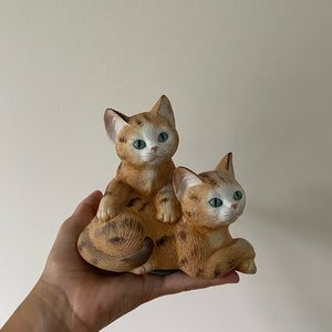 VINTAGE CAT STATUE MUSIC BOX SPINNING